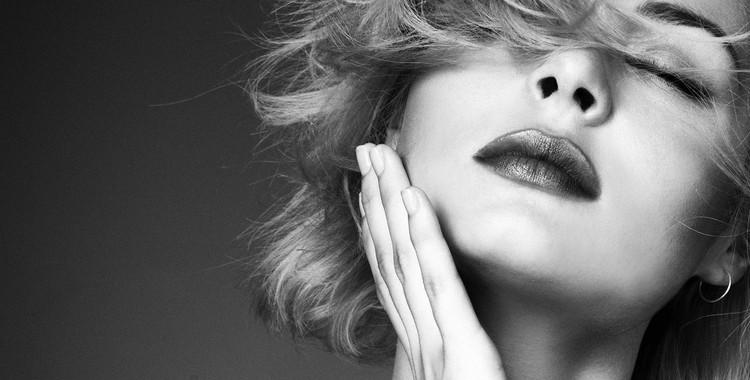 "Nina Nesbitt Brings Vibrant Vibes With ""Life In Colour"" EP"
