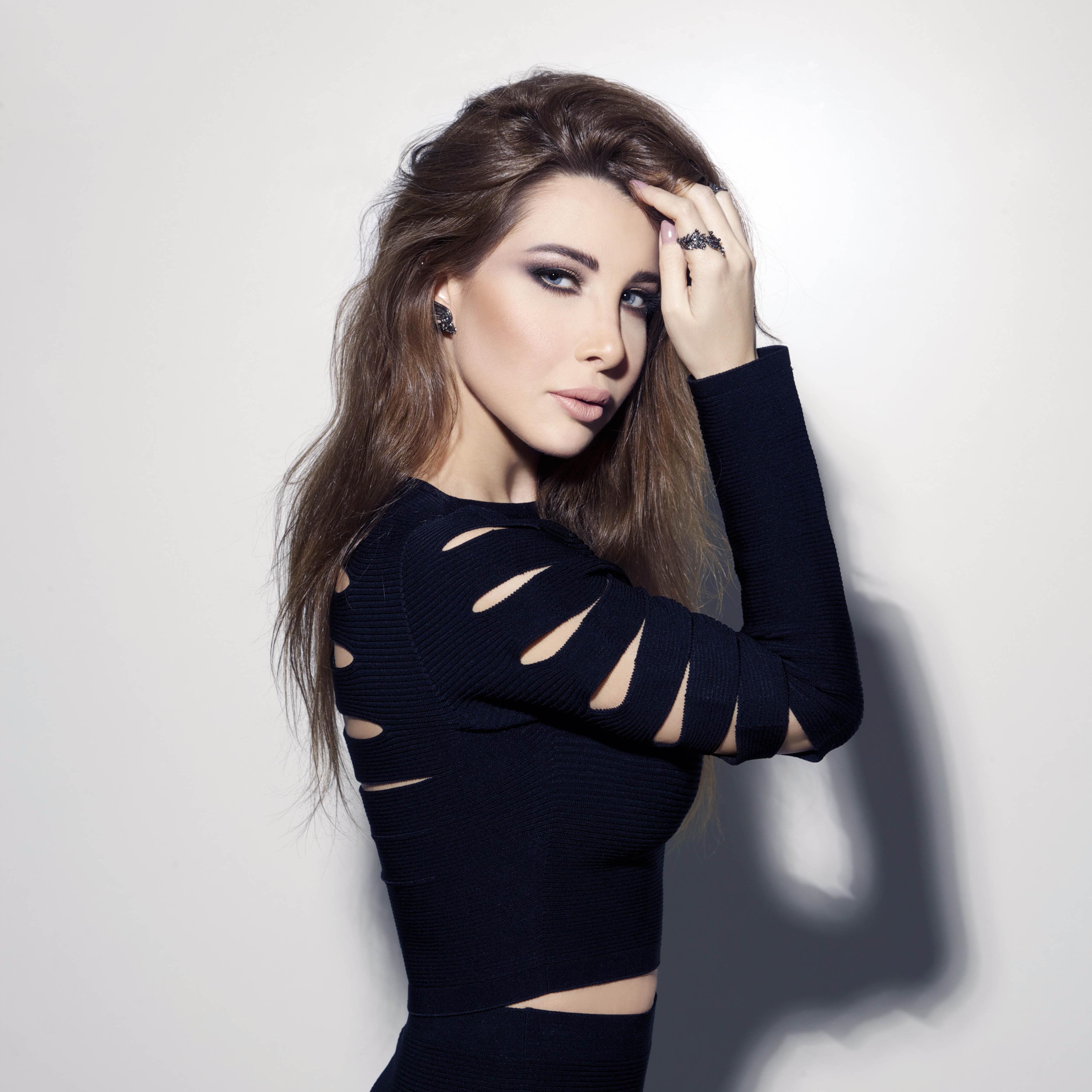 Nancy Ajram Reveals Cover for Ninth Album, Hassa Beek!